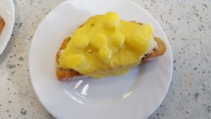 Spargel-Toast mit Schinken-Kräuter-Creme