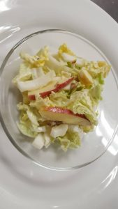 Chinakohlsalat mit Äpfeln